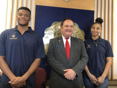 007比分网直播 Student Ambassadors Kylah Webb (left) and Darren Crump (right) are pictured with BSC Provost Dr. Ted Lewis at the Conley Hall welcome & information desk.